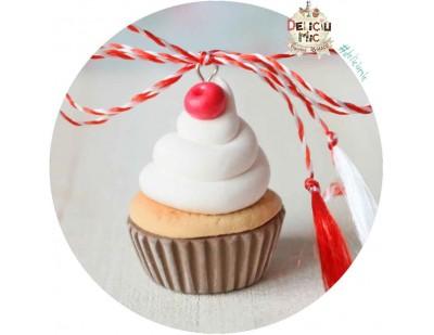 Martisor Pandantiv Cupcake cu frisca si cireasa