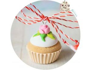 Martisor Pandantiv Cupcake alb cu trandafir roz