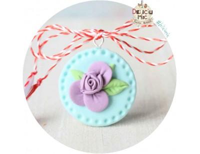 Martisor Medalion turcoaz cu floricica lila