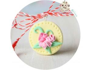 Martisor Medalion galben cu floricele roz