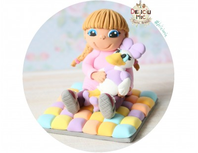 "Figurina de tort ""Fetita si Daisy in miniatura"""