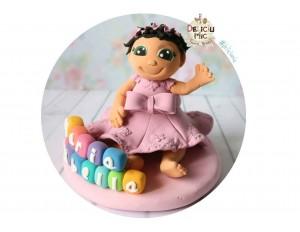 Figurina de tort Fetita personalizata dupa poza, Rochita Roz