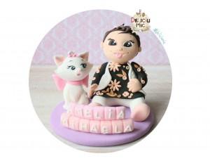Figurina de tort Bebe & Marie si numele pe Cuburi