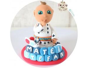 Figurina de tort Bebelus in straie populare