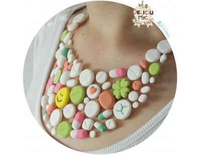 Colier pastile si elemente decorative: smiley, trifoi, inimioara, pace