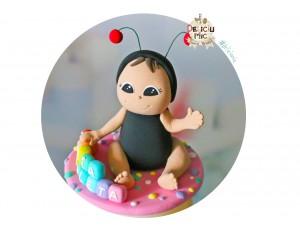 Figurina de tort Fetita Buburuza