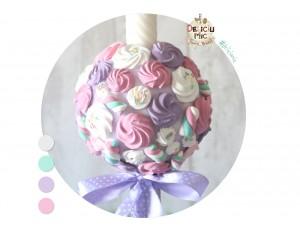 Lumanare de botez cu bezele si marshmallows  albe si in nuante de lila