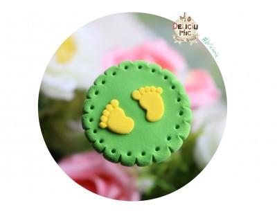 """Accesoriu decorativ """"Talpi de bebe"""" cu tija din sarma, pentru inserat in ornamentele florale"""