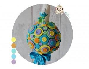 Lumanare de botez pentru baieti cu nasturi colorati si magnet personalizat Strumf (achizitionat separat)