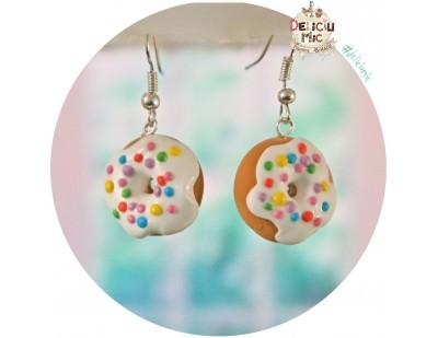 Cercei handmade - gogosi cu glazura alba si bombonele multicolore
