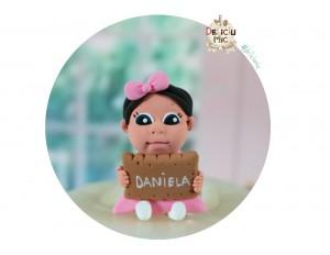 """Marturie de botez """"Cute Baby"""" - fetita cu biscuit personalizat cu numele bebelusului"""