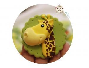"Marturie pentru botez magnet cu tematica ""Jungla"" - girafa handmade"