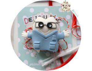 Brosa handmade Dintisor cu halat de doctor albastru si ochelari cu lupe
