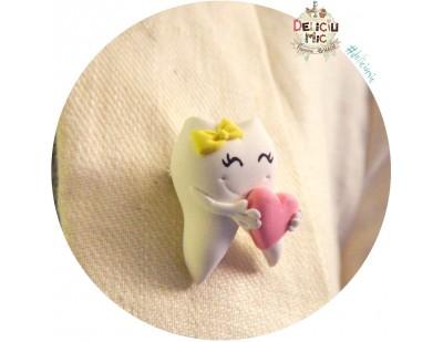 Brosa handmade Dintisor cu fundita galbena si inimioara roz