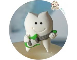 Brosa handmade Dintisor cu chitara alb cu verde