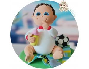 Figurina de tort Baietel in cu biberon si minge de fotbal