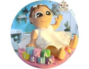 """Figurina de tort """"Fetita cu rochita alba""""  personalizata cu numele bebelusului scris pe cuburi colorate"""