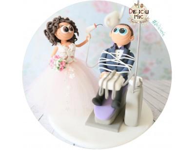 Figurine de tort pentru nunta - Mireasa Medic Stomatolog si Mirele pacient + Unit Dentar + Carte