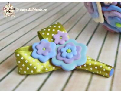 Cocarda pentru Mire - handmade din pasta polimerica in nuante de bleo-turcoaz-lila