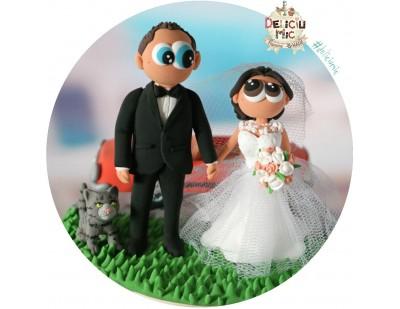 Figurine de tort pentru nunta - Mireasa, Mire, masina portocalie si pisicuta lor