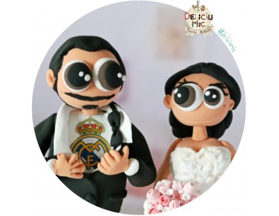 Figurine de tort pentru nunta -  Mireasa Medic Stomatolog si Mirele microbist Real madrid