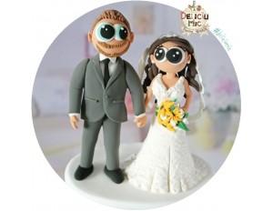 Figurine de tort pentru nunta - Mire si Mireasa tinandu-se de mana