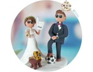 Figurine de tort pentru nunta - Mirii sunt suporteri de fotbal