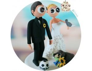 Figurine de tort pentru nunta - Mire pasionat de fotbal, Mireasa si catelul cu buchetul