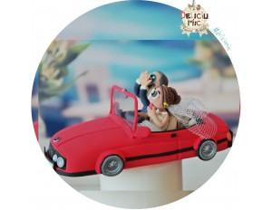 Figurine de tort pentru nunta - Mireasa e la volan, Mirele isi acopera fata