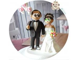 Figurine de tort pentru nunta - Mirele tine 3 baloane cu data nuntii