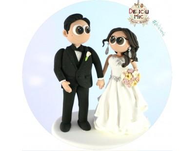 Figurine de tort pentru nunta - Mire si Mireasa cartoonish cu accesorii argintii