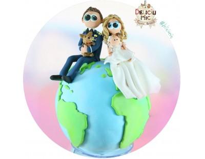 Figurine de tort pentru nunta - Mire si Mireasa pe globul pamantesc