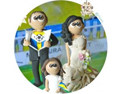 Figurine de tort pentru nunta - Mire microbist, Mireasa si fetita lor