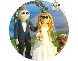 Figurine de tort pentru nunta - Mire si Mireasa alaturi de catelul lor