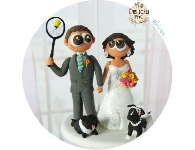 Figurine Tort Nunta Mirele joaca bedminton si Mireasa cu cei 2 catei Pug Mops si Rottweiler