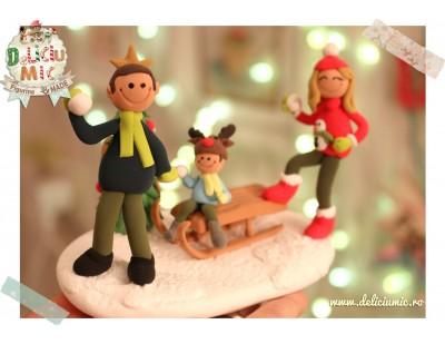 """""""La sanius"""" - o familie care se bucura de iarna"""