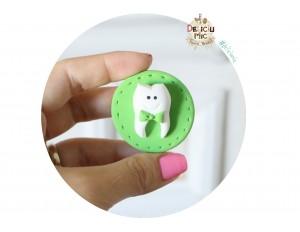 Brosa handmade Cerculet cu Dintisor cu papion verde