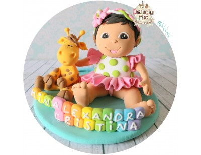Figurina de tort Fetita personalizata dupa poza, Girafa si numele pe Cuburi