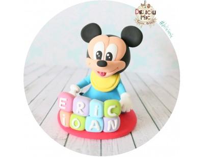 Figurina de tort Baby Mickey Mouse personalizata cu numele bebelusului