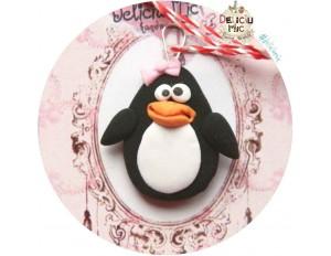 """Martisor Medalion """"Pinguin cu fundita"""""""