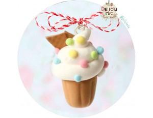 "Martisor Medalion ""Cupcake cu bombonele pastel"""