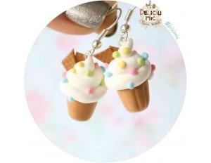 Cercei Cupcake vanilie si bombonele multicolore