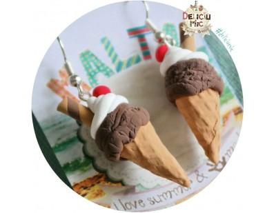 Cercei handmade inghetata de ciocolata cu topping de frisca & cireasa