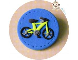 Brosa Bicicleta verde pe cerculet albastru